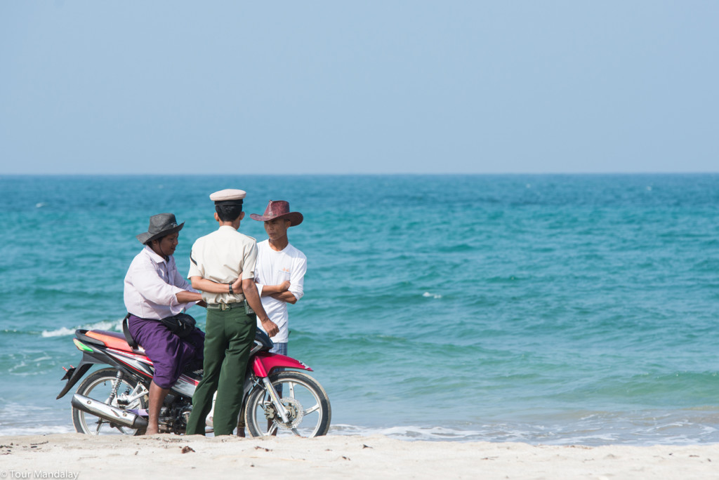 Friends chat on Ngwe Saung beach
