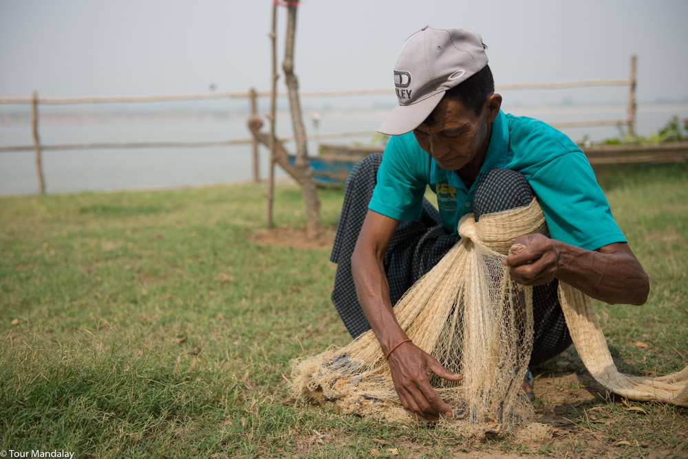 Tour Mandalay are taught how to cask fishing net