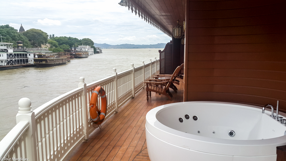 Each of the Anawrahta's two Royal Suites boasts a private jacuzzi