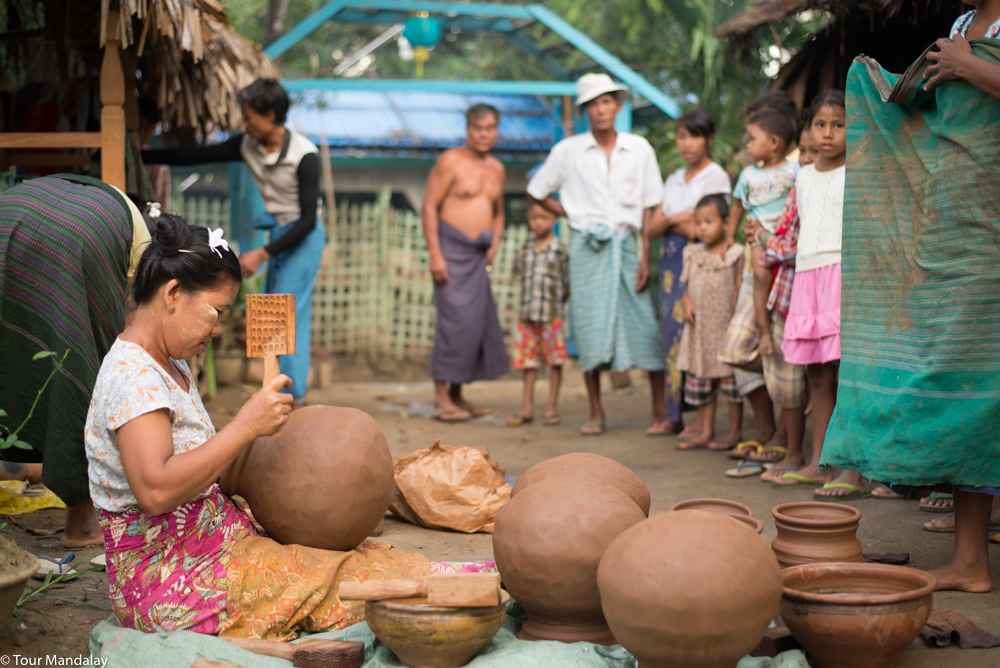 A pottery demonstration in Yaw Thit village
