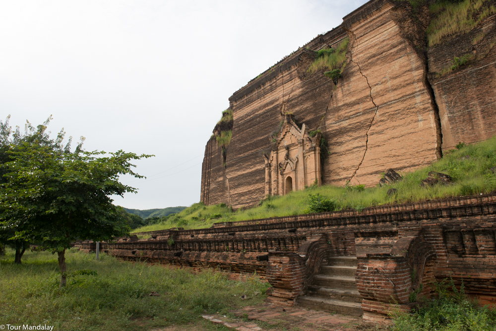 Mingun Pahtodawgy as viewed from the side